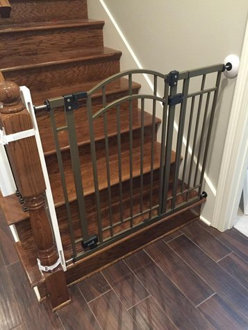 It Can Be Used At The Bottom Or Top Of The Staircase. It Works With  Virtually Any Safety Baby Gates. It Handles A Maximum Circumference Of 18  Inches.