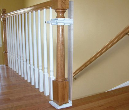 This Is An Expandable Gate, It Can Cross Really Wide Or Really Narrow  Areas, From 27 To 43 Inches Wide.
